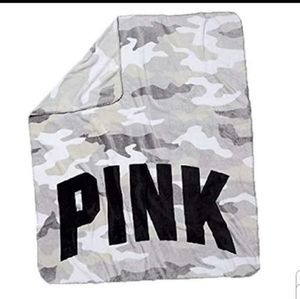 Super soft PINK Camo throw